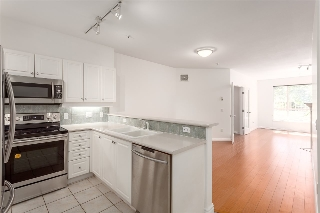 "Main Photo: 306 2755 MAPLE Street in Vancouver: Kitsilano Condo for sale in ""DAVENPORT LANE"" (Vancouver West)  : MLS(r) # R2170333"