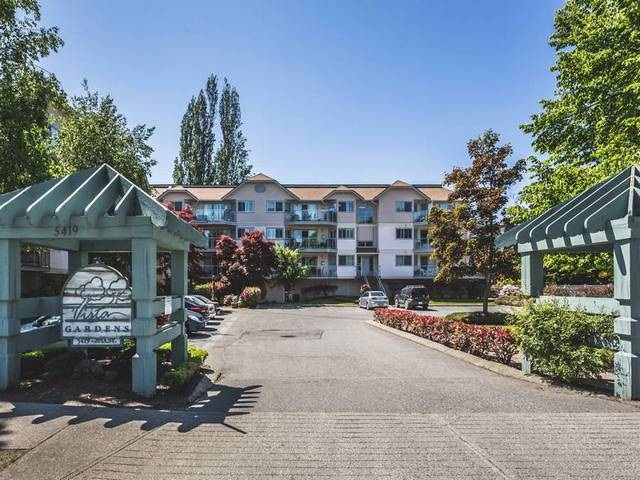 "Main Photo: 302 5419 201A Street in Langley: Langley City Condo for sale in ""VISTA GARDENS"" : MLS(r) # R2171571"