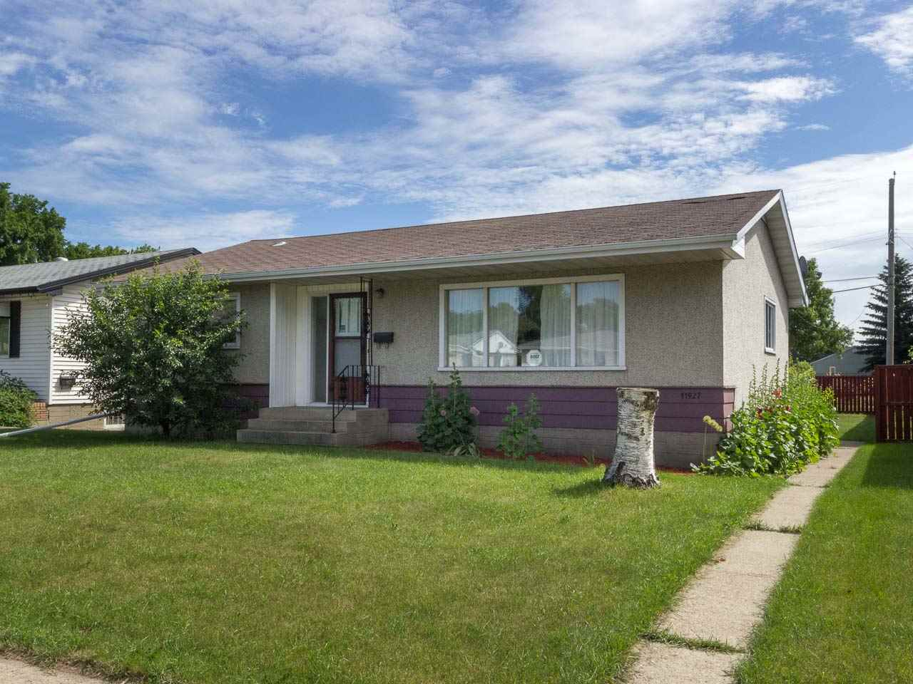 Main Photo:  in Edmonton: Zone 23 House for sale : MLS(r) # E4072479