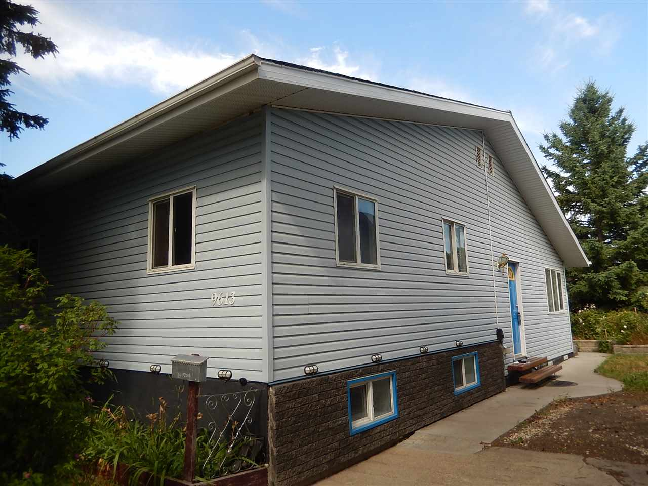 Main Photo: 9613 154 Street in Edmonton: Zone 22 House for sale : MLS® # E4072954