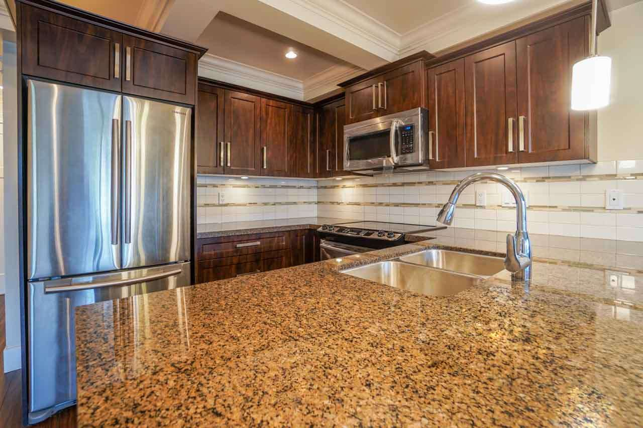 Photo 12: 201 2175 FRASER Avenue in Port Coquitlam: Glenwood PQ Condo for sale : MLS® # R2193836