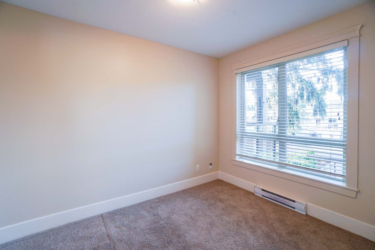 Photo 3: 201 2175 FRASER Avenue in Port Coquitlam: Glenwood PQ Condo for sale : MLS® # R2193836