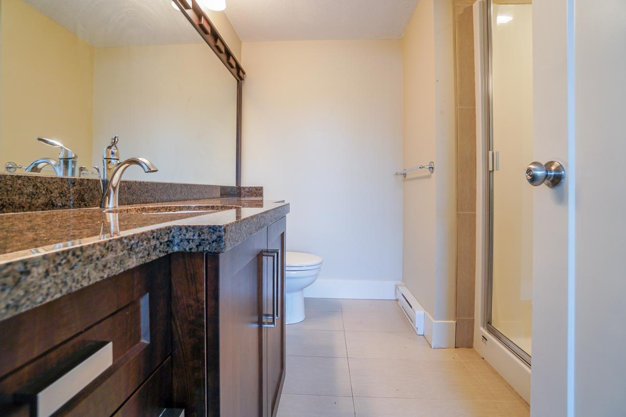 Photo 5: 201 2175 FRASER Avenue in Port Coquitlam: Glenwood PQ Condo for sale : MLS® # R2193836