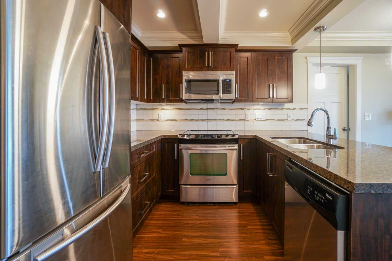 Photo 11: 201 2175 FRASER Avenue in Port Coquitlam: Glenwood PQ Condo for sale : MLS® # R2193836