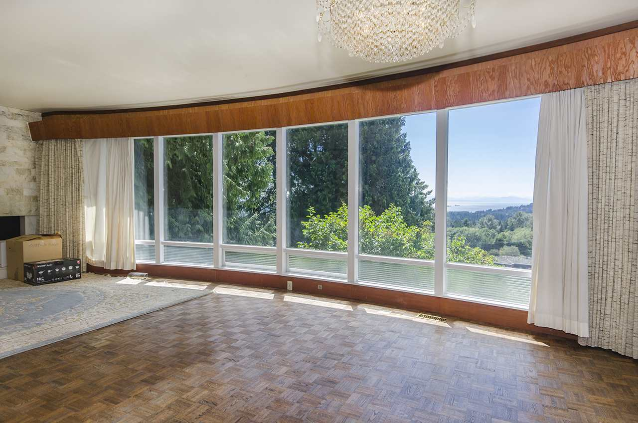 Photo 6: 231 W BALMORAL ROAD in North Vancouver: Upper Lonsdale House for sale : MLS® # R2190109