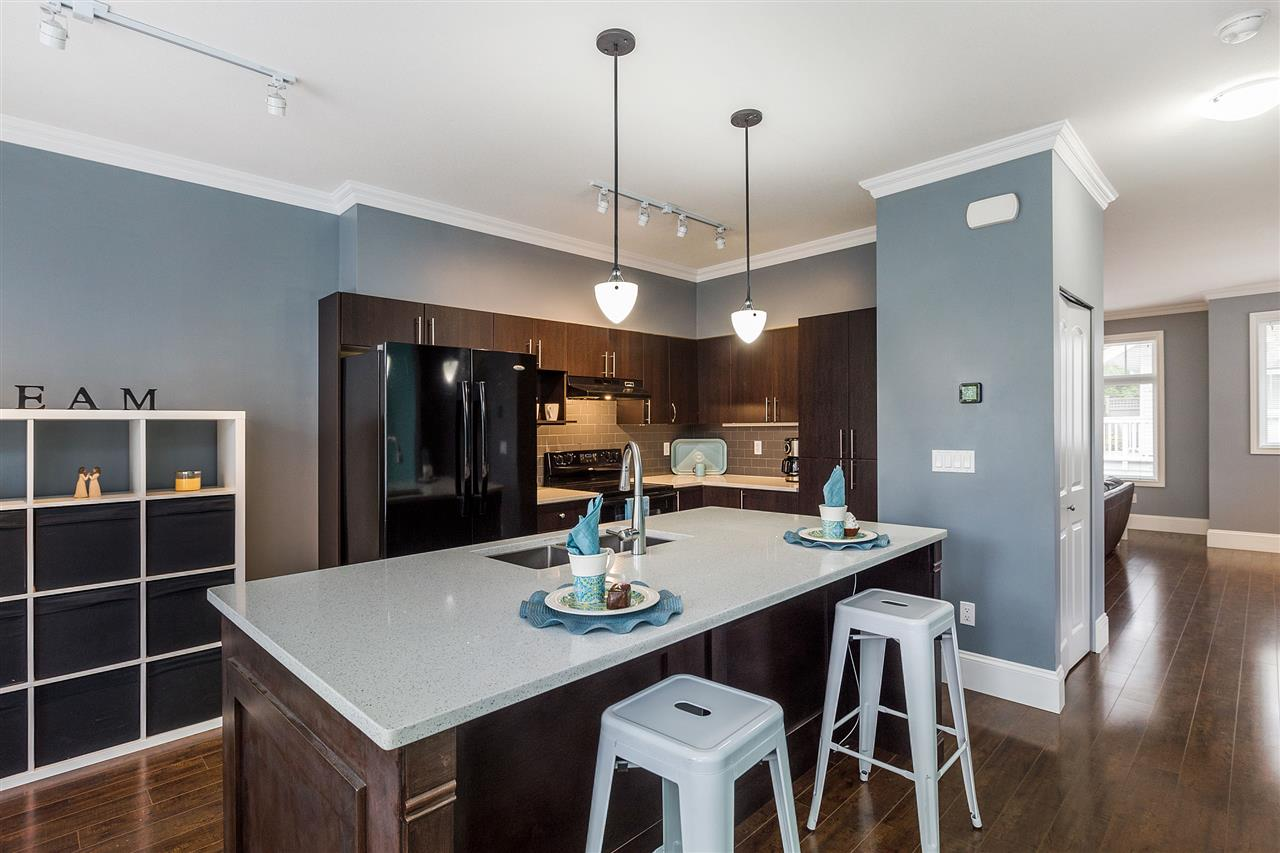 "Photo 6: Photos: 36 19480 66 Avenue in Surrey: Clayton Townhouse for sale in ""Two Blue 2"" (Cloverdale)  : MLS® # R2215326"