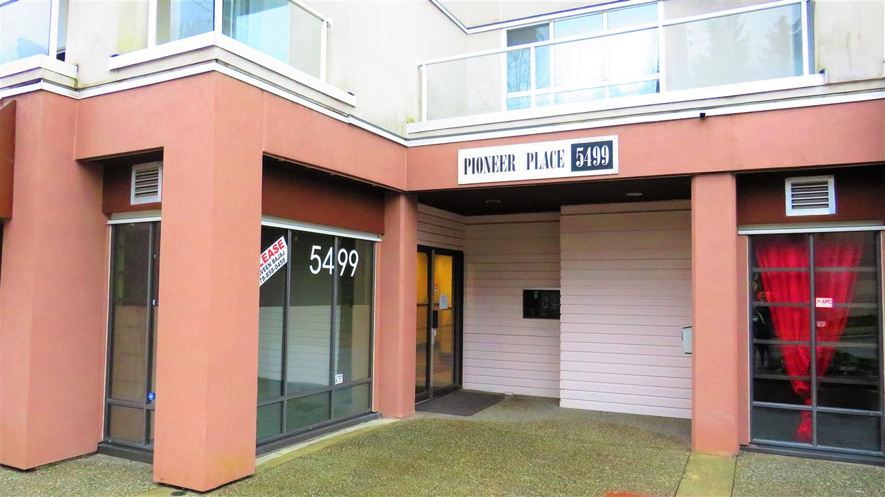 Main Photo: 307 5499 203 Street in Langley: Langley City Condo for sale : MLS®# R2228435