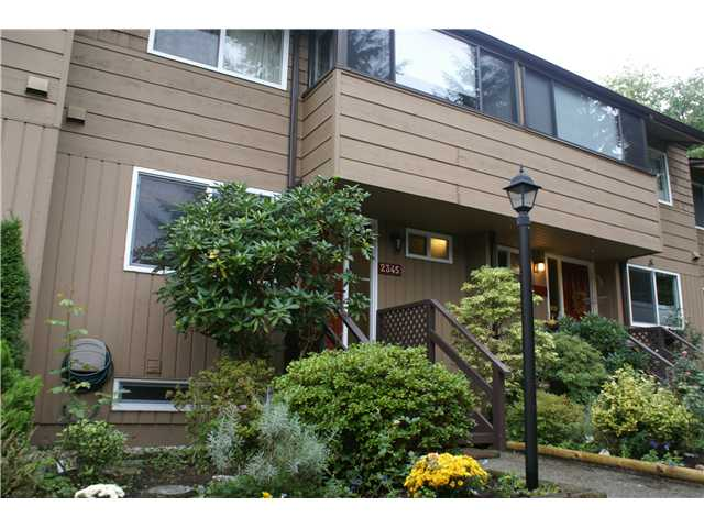 "Main Photo: 2345 MOUNTAIN Highway in North Vancouver: Lynn Valley Townhouse for sale in ""YORKWOOD PARK"" : MLS® # V913501"