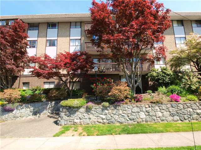 Main Photo: 203 120 E 4TH Street in North Vancouver: Lower Lonsdale Condo for sale : MLS(r) # V1050566