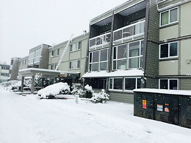 "Main Photo: 126 3451 SPRINGFIELD Drive in Richmond: Steveston North Condo for sale in ""IMPERIAL BY THE SEA"" : MLS® # V1039289"