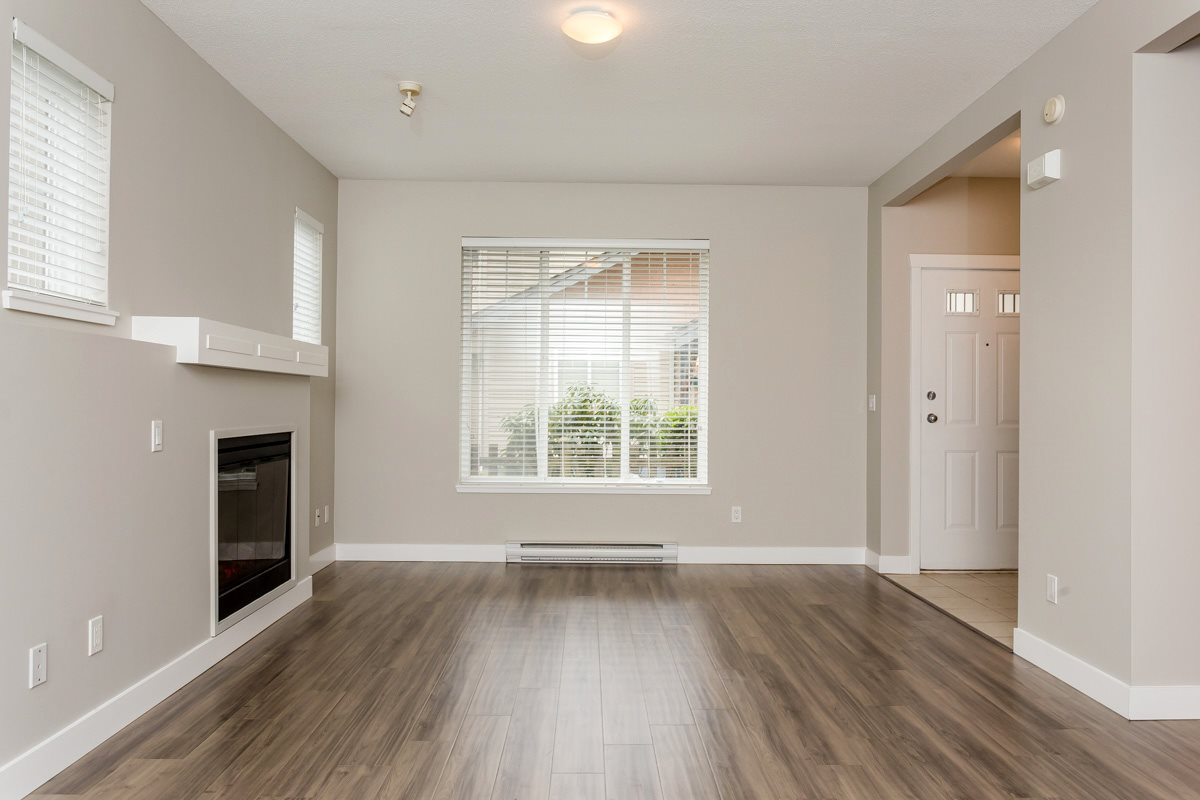 "Photo 5: 17 5839 PANORAMA Drive in Surrey: Sullivan Station Townhouse for sale in ""Forest Gate"" : MLS(r) # R2046887"