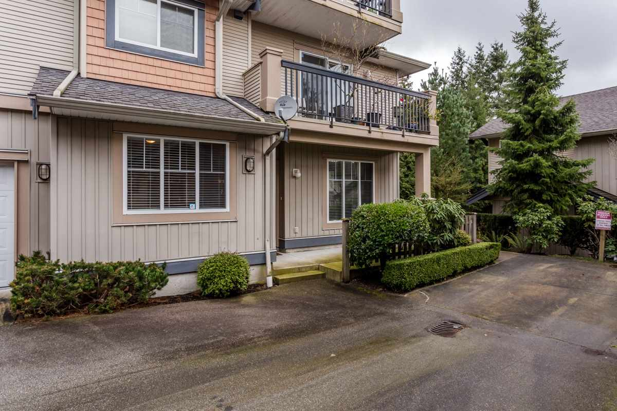 "Photo 2: 17 5839 PANORAMA Drive in Surrey: Sullivan Station Townhouse for sale in ""Forest Gate"" : MLS(r) # R2046887"