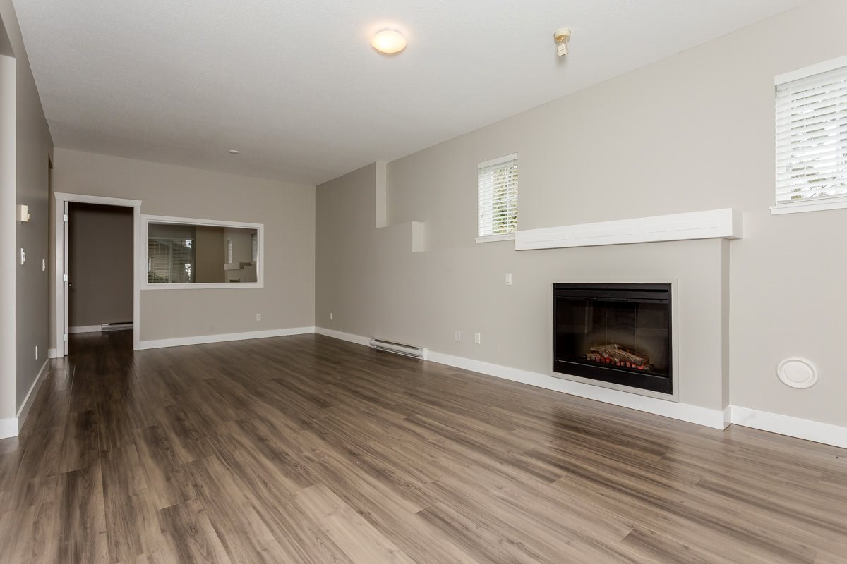 "Photo 6: 17 5839 PANORAMA Drive in Surrey: Sullivan Station Townhouse for sale in ""Forest Gate"" : MLS(r) # R2046887"