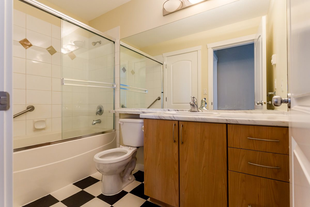 "Photo 22: 17 5839 PANORAMA Drive in Surrey: Sullivan Station Townhouse for sale in ""Forest Gate"" : MLS(r) # R2046887"
