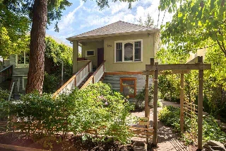 Main Photo: 3284 PRINCE EDWARD Street in Vancouver: Fraser VE House for sale (Vancouver East)  : MLS® # R2105961