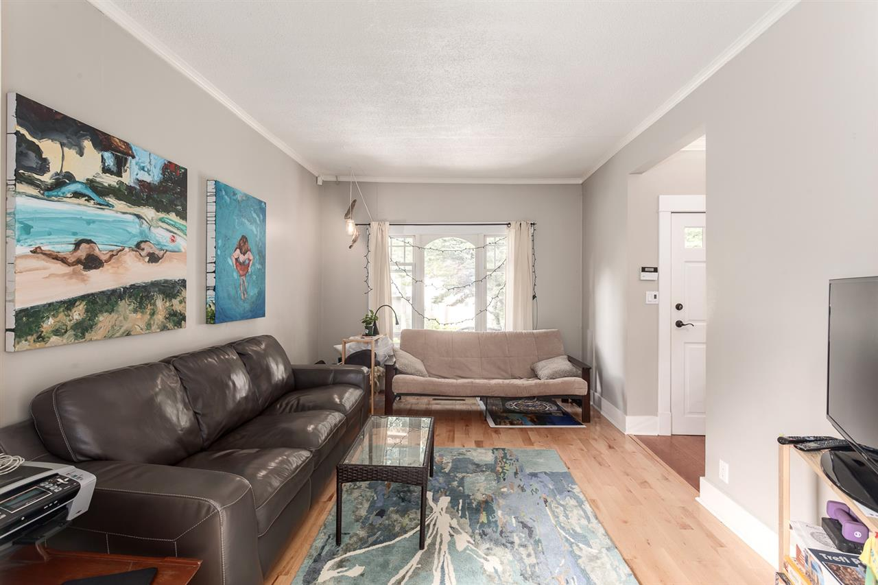 Photo 3: 3284 PRINCE EDWARD Street in Vancouver: Fraser VE House for sale (Vancouver East)  : MLS(r) # R2105961