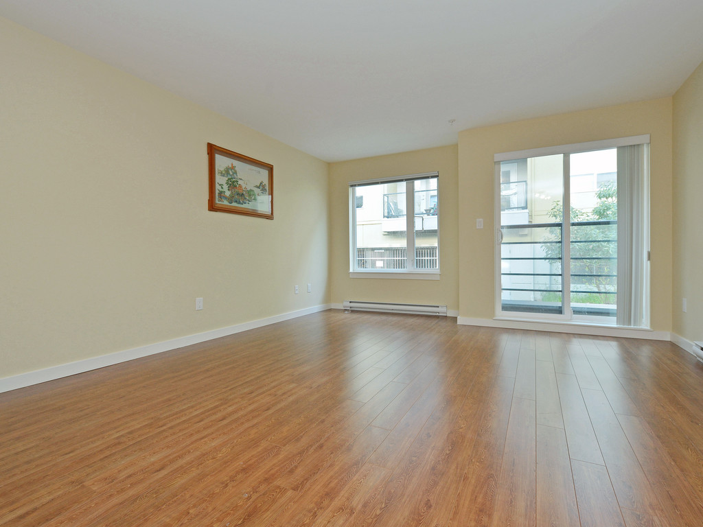 Photo 2: 206 1405 Esquimalt Road in VICTORIA: Es Saxe Point Condo Apartment for sale (Esquimalt)  : MLS(r) # 377807