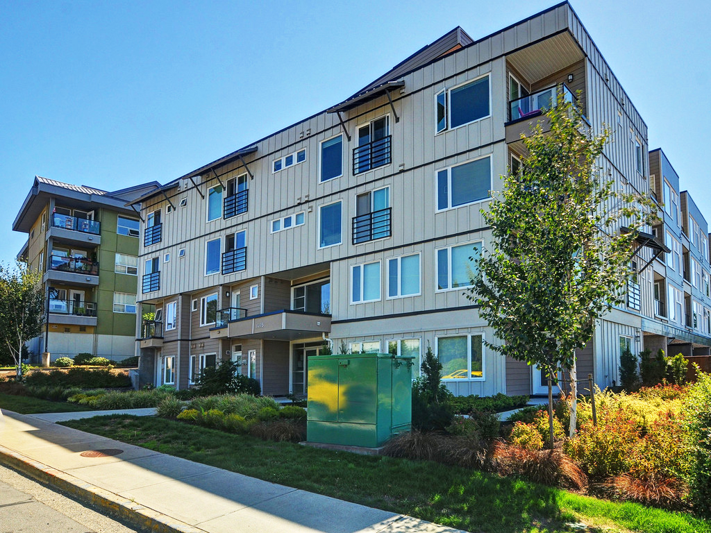 Main Photo: 206 1405 Esquimalt Road in VICTORIA: Es Saxe Point Condo Apartment for sale (Esquimalt)  : MLS(r) # 377807