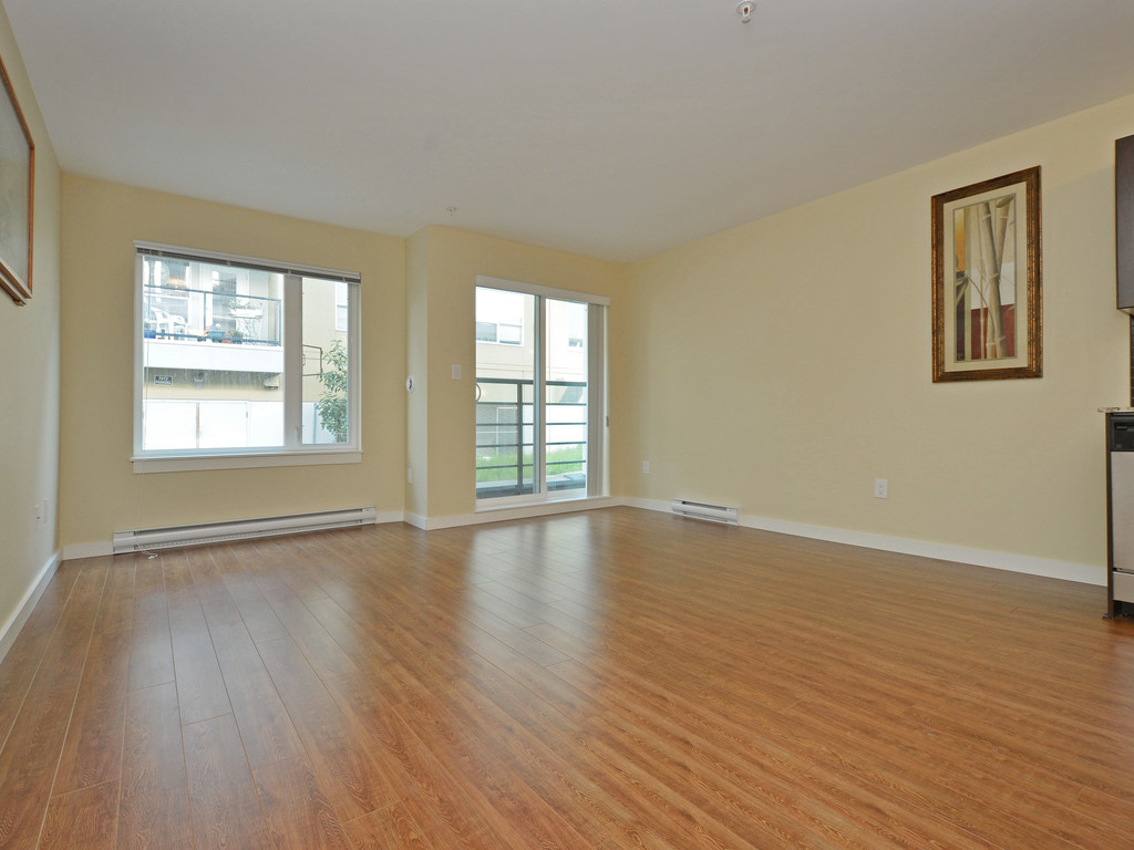 Photo 3: 206 1405 Esquimalt Road in VICTORIA: Es Saxe Point Condo Apartment for sale (Esquimalt)  : MLS(r) # 377807