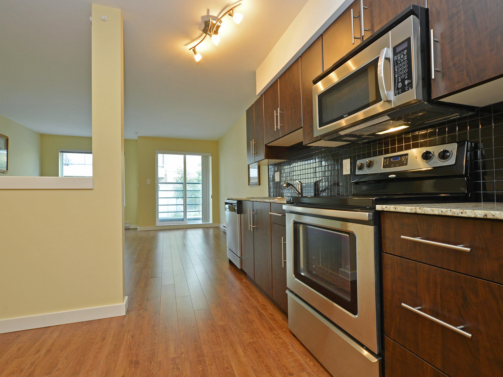 Photo 8: 206 1405 Esquimalt Road in VICTORIA: Es Saxe Point Condo Apartment for sale (Esquimalt)  : MLS(r) # 377807