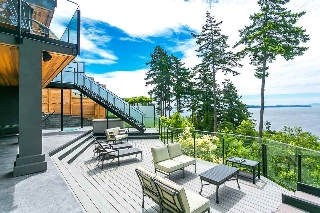 "Main Photo: 14122 MARINE Drive: White Rock House for sale in ""WATERFRONT WHITE ROCK"" (South Surrey White Rock)  : MLS(r) # R2170185"