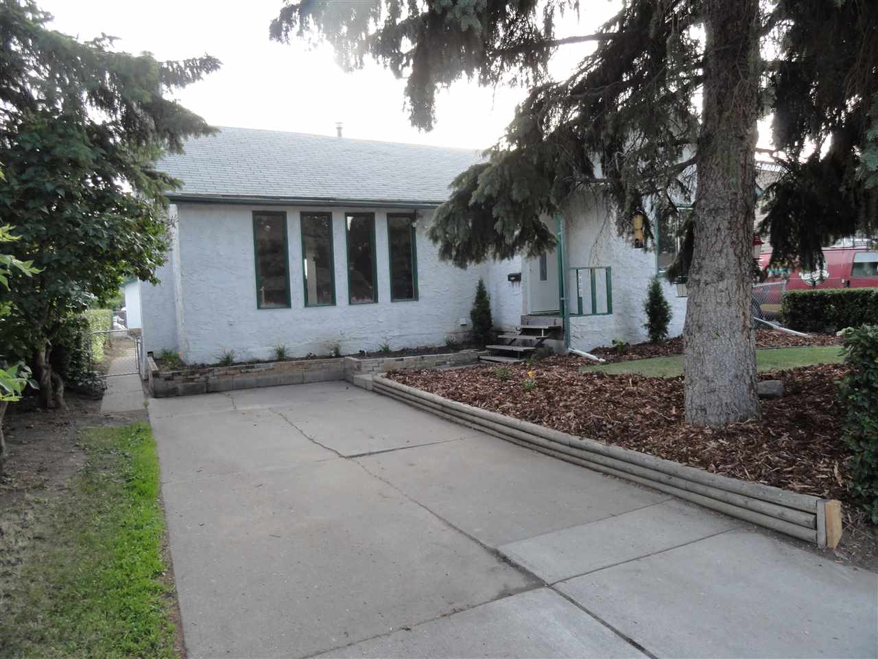 Main Photo: 9808 160 Street in Edmonton: Zone 22 House for sale : MLS® # E4071474