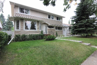 Main Photo: 8743 92B Avenue in Edmonton: Zone 18 House for sale : MLS® # E4074691