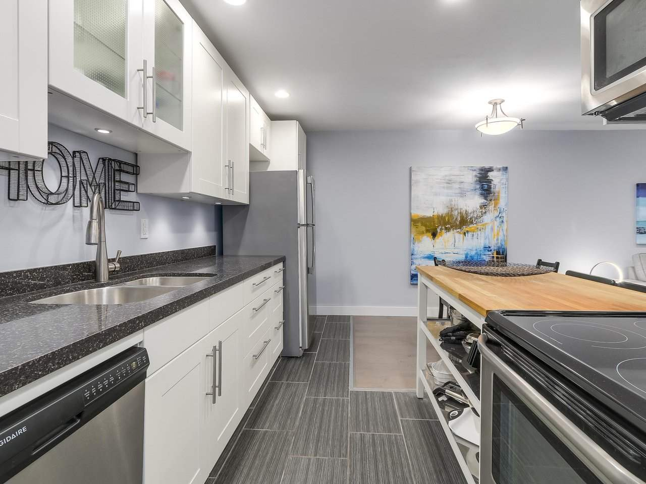 "Photo 12: 104 2935 SPRUCE Street in Vancouver: Fairview VW Condo for sale in ""LANDMARK CAESAR"" (Vancouver West)  : MLS® # R2196677"