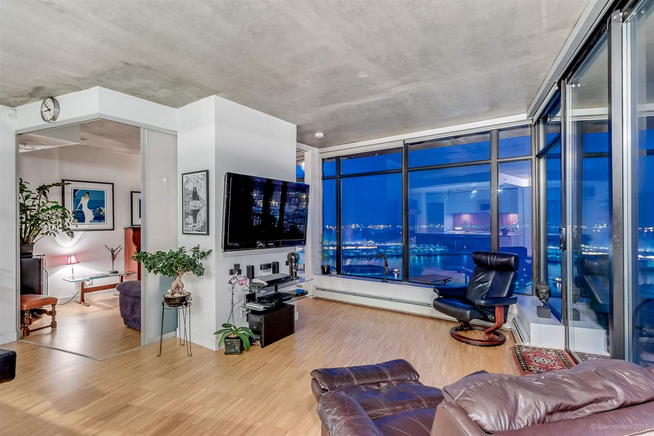 "Main Photo: 2503 128 W CORDOVA Street in Vancouver: Downtown VW Condo for sale in ""WOODWARDS W43"" (Vancouver West)  : MLS® # R2199379"