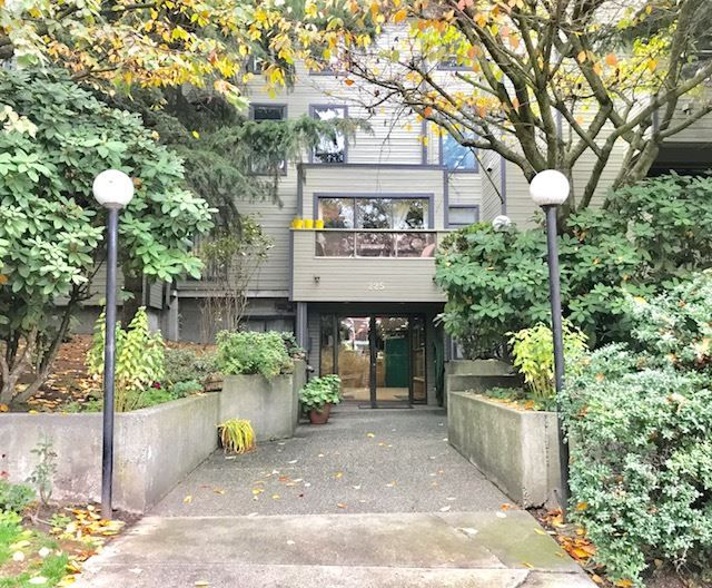 "Main Photo: 101 225 MOWAT Street in New Westminster: Uptown NW Condo for sale in ""THE WINDSOR"" : MLS®# R2221098"