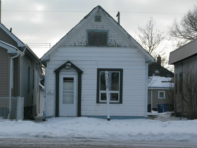 Photo 1: Photos: 1018 Burrows Avenue in WINNIPEG: North End Residential for sale (North West Winnipeg)  : MLS® # 1206815
