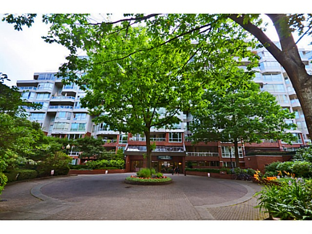 "Photo 13: 814 518 MOBERLY Road in Vancouver: False Creek Condo for sale in ""NEWPORT QUAY"" (Vancouver West)  : MLS(r) # V1040234"
