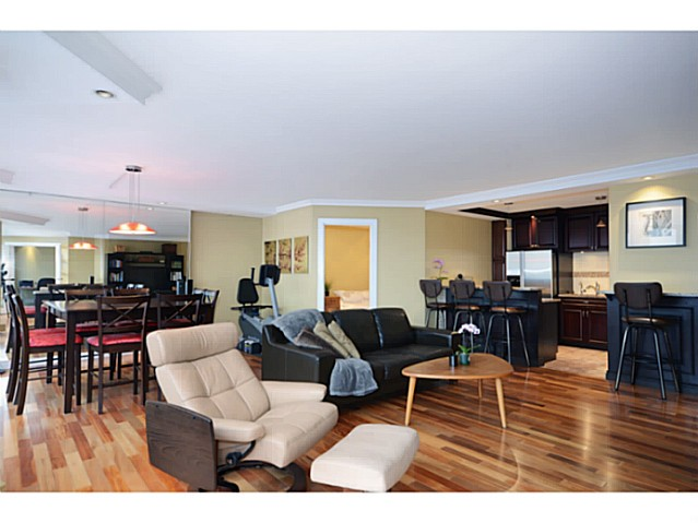 "Photo 3: 814 518 MOBERLY Road in Vancouver: False Creek Condo for sale in ""NEWPORT QUAY"" (Vancouver West)  : MLS(r) # V1040234"