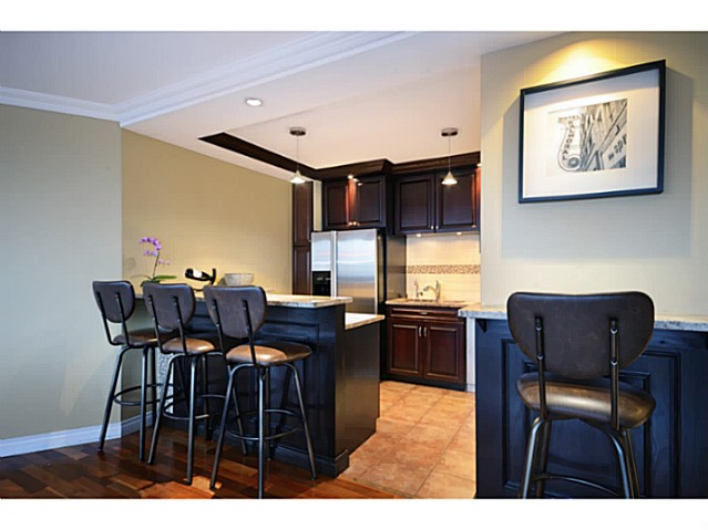 "Photo 4: 814 518 MOBERLY Road in Vancouver: False Creek Condo for sale in ""NEWPORT QUAY"" (Vancouver West)  : MLS(r) # V1040234"
