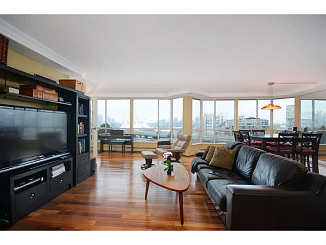 "Main Photo: 814 518 MOBERLY Road in Vancouver: False Creek Condo for sale in ""NEWPORT QUAY"" (Vancouver West)  : MLS(r) # V1040234"