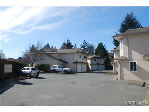 Photo 3: 101 793 Meaford Avenue in VICTORIA: La Langford Proper Townhouse for sale (Langford)  : MLS(r) # 334281
