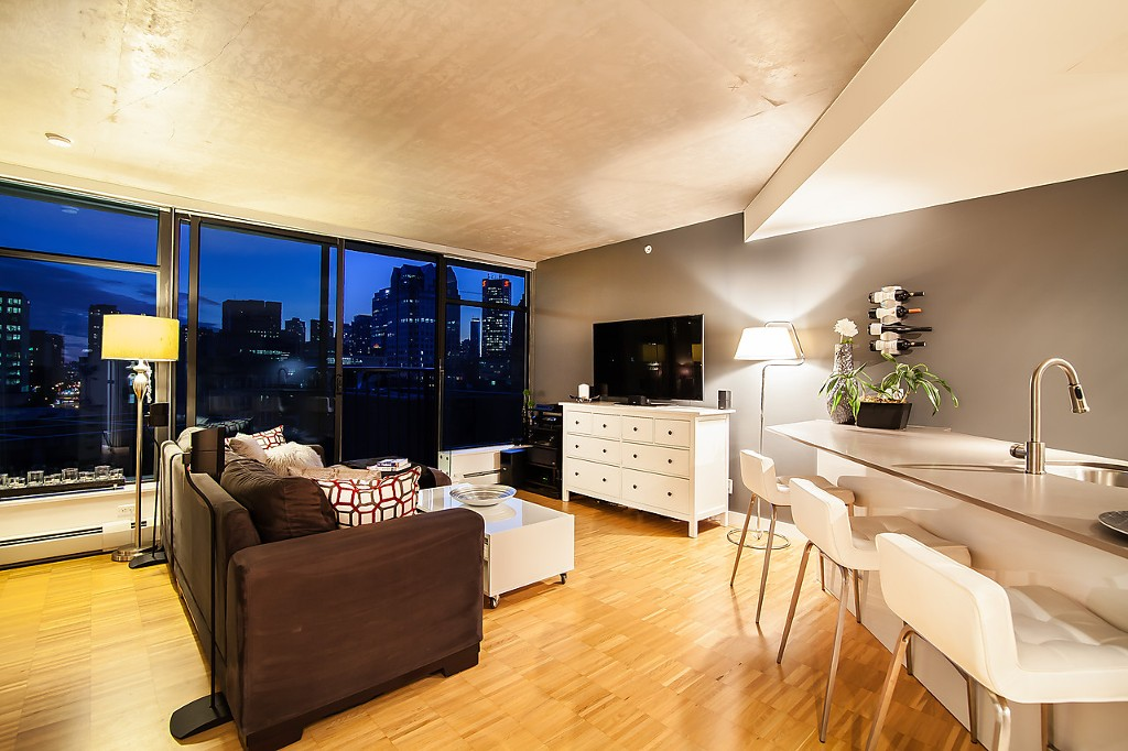"Main Photo: 1407 128 W CORDOVA Street in Vancouver: Downtown VW Condo for sale in ""Woodwards W43"" (Vancouver West)  : MLS® # V1084307"
