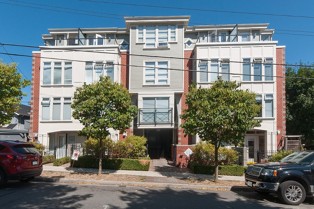 "Main Photo: 206 3637 W 17TH Avenue in Vancouver: Dunbar Condo for sale in ""Highbury House"" (Vancouver West)  : MLS® # V1140288"