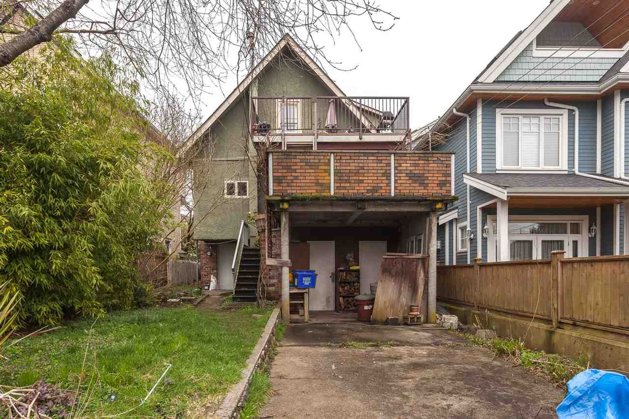 "Photo 20: 1828 E 2ND Avenue in Vancouver: Grandview VE House for sale in ""COMMERCIAL DRIVE"" (Vancouver East)  : MLS(r) # R2042602"