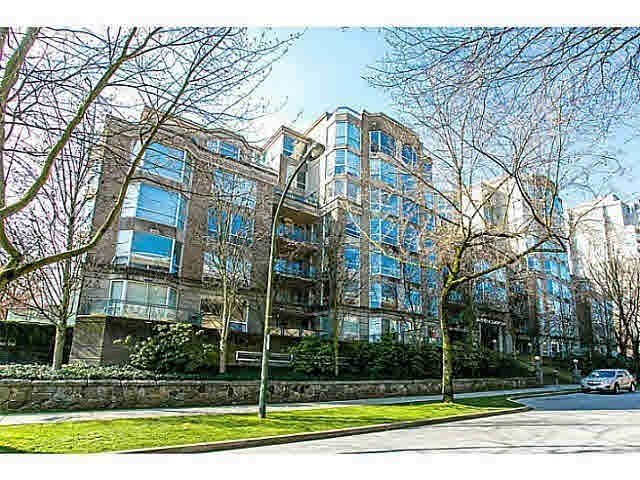 "Main Photo: 303 500 W 10TH Avenue in Vancouver: Fairview VW Condo for sale in ""Cambridge Court"" (Vancouver West)  : MLS®# R2050237"