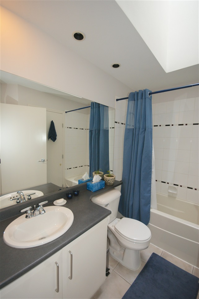 "Photo 11: 7430 MAGNOLIA Terrace in Burnaby: Highgate Townhouse for sale in ""CAMARILLO"" (Burnaby South)  : MLS® # R2080942"