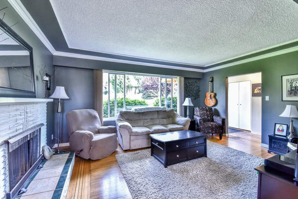 Photo 3: 9759 PRINCESS Drive in Surrey: Royal Heights House for sale (North Surrey)  : MLS® # R2092868