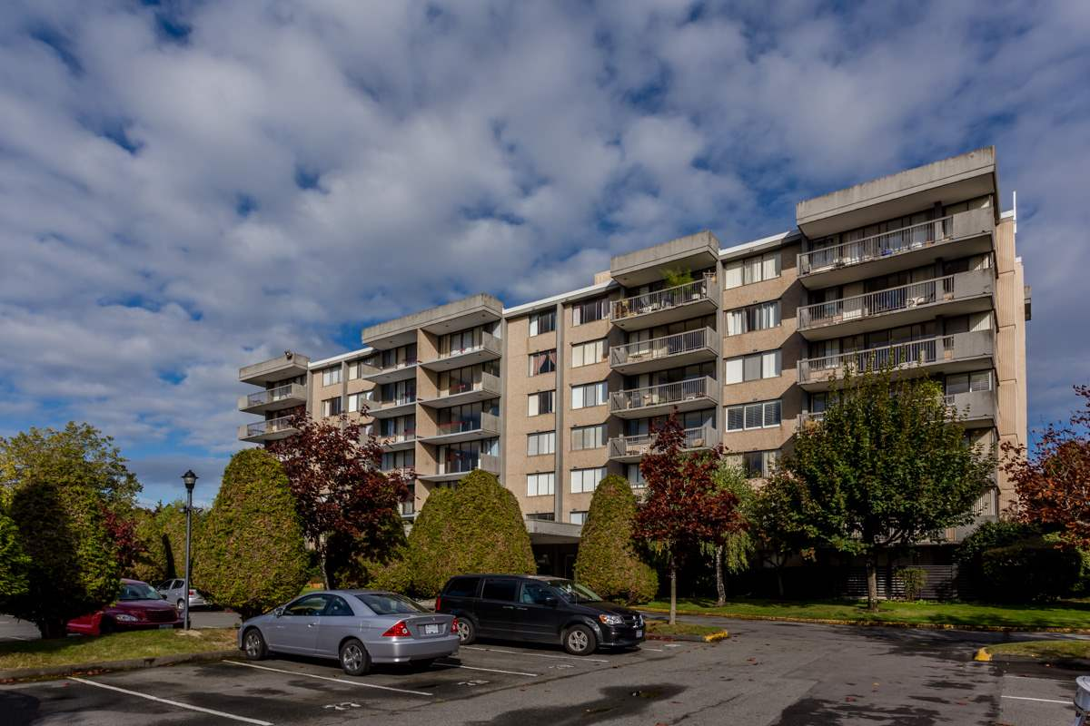 "Photo 2: 105 9300 PARKSVILLE Drive in Richmond: Boyd Park Condo for sale in ""MASTERS GREEN"" : MLS® # R2113685"