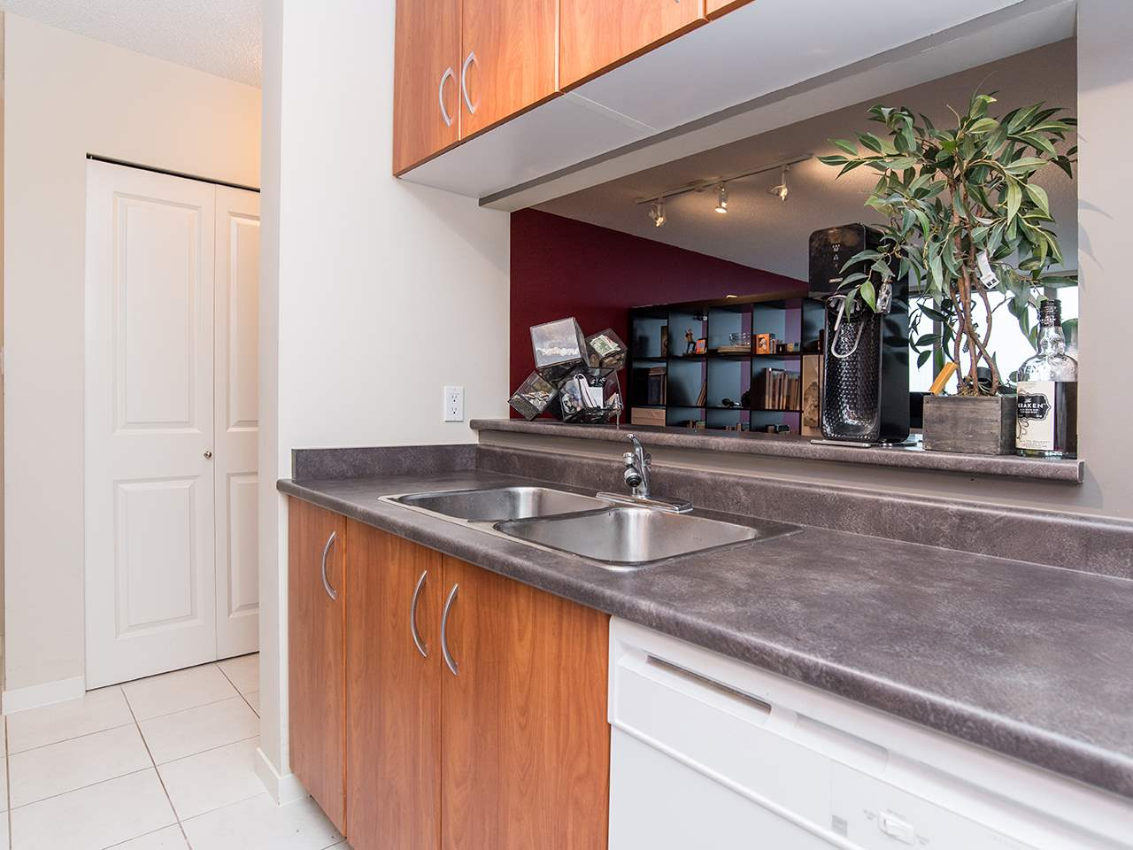 "Photo 10: 2410 3663 CROWLEY Drive in Vancouver: Collingwood VE Condo for sale in ""LATITUTDE"" (Vancouver East)  : MLS(r) # R2140003"