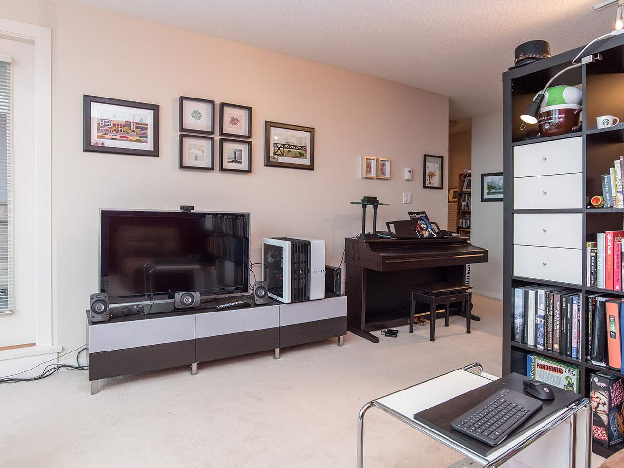 "Photo 4: 2410 3663 CROWLEY Drive in Vancouver: Collingwood VE Condo for sale in ""LATITUTDE"" (Vancouver East)  : MLS(r) # R2140003"