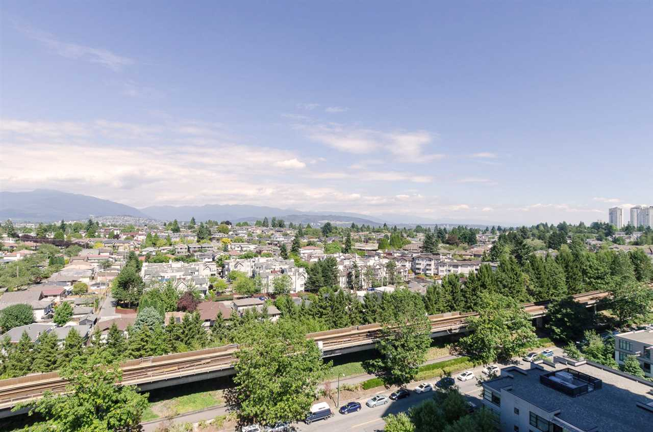 "Photo 16: 2410 3663 CROWLEY Drive in Vancouver: Collingwood VE Condo for sale in ""LATITUTDE"" (Vancouver East)  : MLS(r) # R2140003"