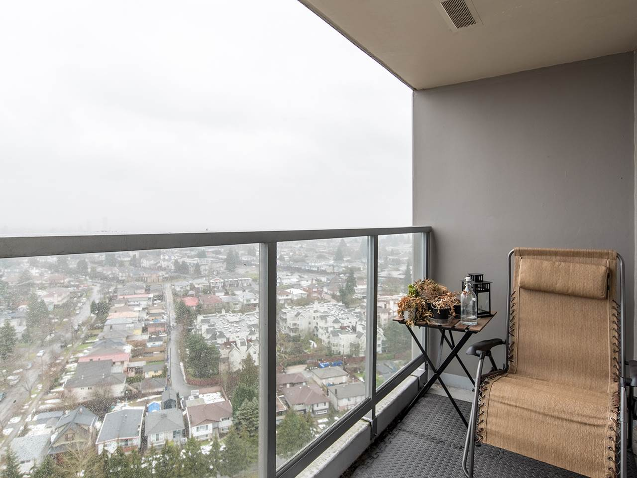 "Photo 9: 2410 3663 CROWLEY Drive in Vancouver: Collingwood VE Condo for sale in ""LATITUTDE"" (Vancouver East)  : MLS(r) # R2140003"