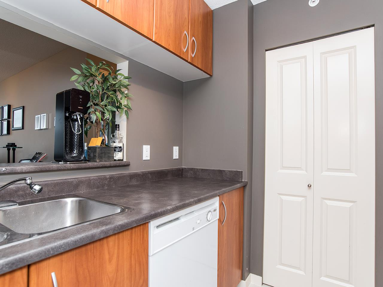 "Photo 12: 2410 3663 CROWLEY Drive in Vancouver: Collingwood VE Condo for sale in ""LATITUTDE"" (Vancouver East)  : MLS(r) # R2140003"