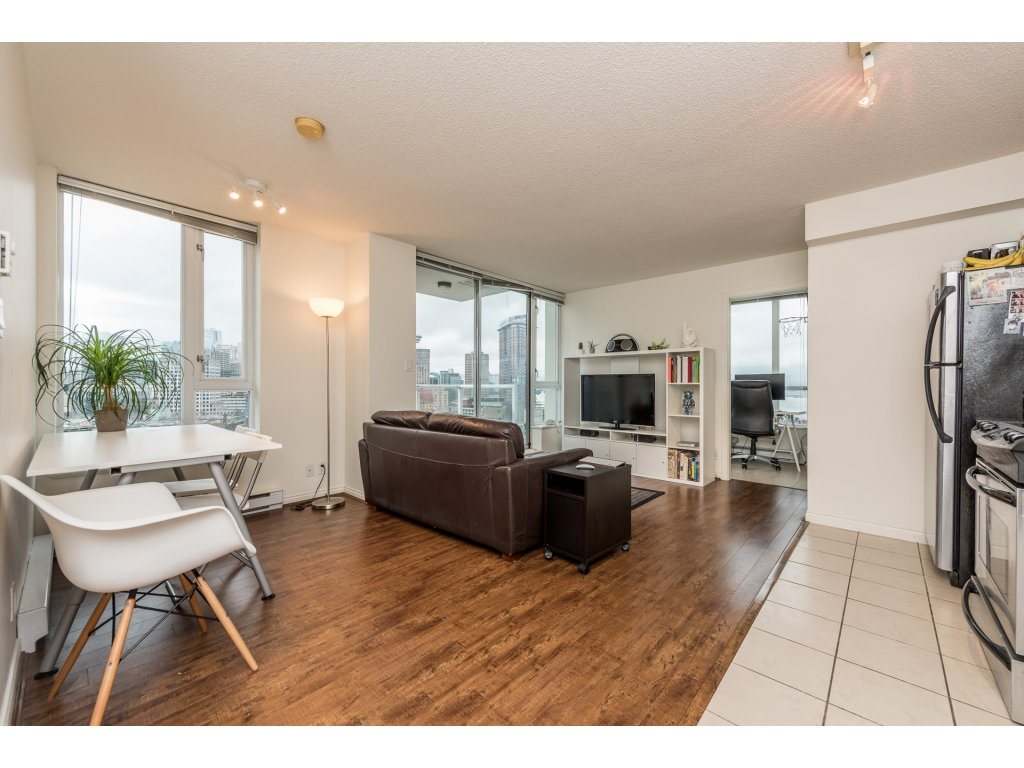 "Photo 3: 2402 550 TAYLOR Street in Vancouver: Downtown VW Condo for sale in ""THE TAYLOR"" (Vancouver West)  : MLS(r) # R2142981"