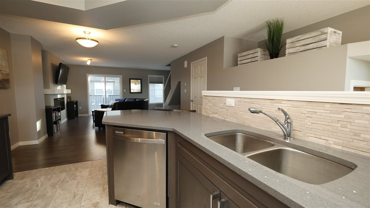 Main Photo: 85 4029 Orchards Drive in Edmonton: Zone 53 Townhouse for sale : MLS(r) # E4061669